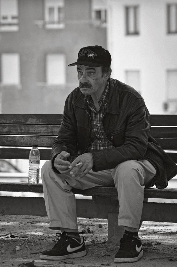 Uomo seduto sulla panchina / 2019.