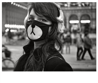 Ragazza con mascherina / 2017.